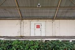 Industrieel pakhuisdeur en ladingsdok Royalty-vrije Stock Fotografie