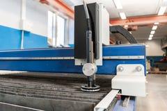 Industrieel plasma machinaal gesneden van metaalplaat Nieuw CNC Laserplasma Selectieve nadruk bij het knipsel van het laserplasma stock afbeeldingen