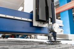 Industrieel plasma machinaal gesneden van metaalplaat Nieuw CNC Laserplasma Selectieve nadruk bij het knipsel van het laserplasma royalty-vrije stock afbeeldingen