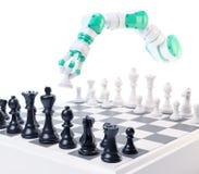 Industrieel robot het spelen schaak Royalty-vrije Stock Afbeelding