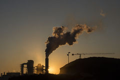 Industrieemissionen auf der Luft Lizenzfreie Stockfotos