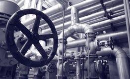Industriegas- und -schmierölanlagen lizenzfreies stockfoto