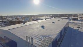 Industriegebäude der Brummenansicht auf Gasunternehmensgebiet stock video