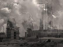 Industriegebäude-Emissionen Stockbild