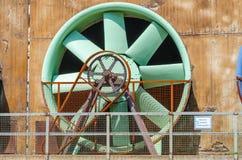 Industriegebäude, Kühlturm, Rotor stockbilder