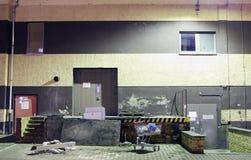 Industriegebäude nachts Lizenzfreie Stockfotos