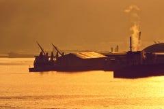 Industriegebiet am Hafen Lizenzfreie Stockfotografie