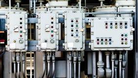 Industriegebiet, Stahlrohrleitungen, Ventile und Leitern Lizenzfreie Stockfotos
