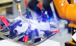 Industriell auto konstruktion för robotsvetsningstål vid cnc-program royaltyfria bilder