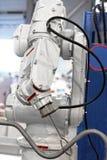 Industriell automatiserad robotarm arkivfoto