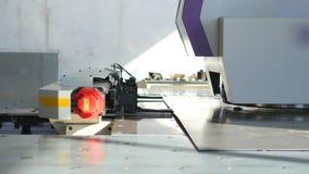 Industriell automatiserad växtutrustning på arbete 4K arkivfilmer
