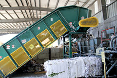 Industriell automatisk pappers- baler Royaltyfria Foton