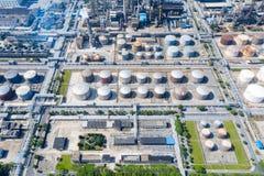 Industriell bakgrund för petrokemisk växt arkivbild