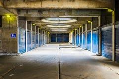 Industriell blickgångaregångtunnel Arkivbild
