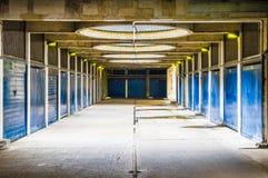 Industriell blickgångaregångtunnel Arkivfoton