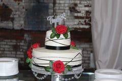 Industriell bröllopstårta royaltyfri bild