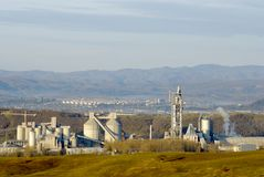 industriell cementfabrik Arkivfoto