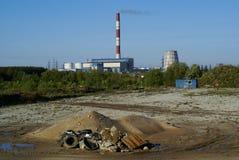 industriell förorening rackar ner på smokestacken Royaltyfri Foto