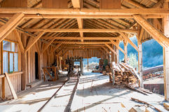 Industriell fabrik - detaljer av wood klipp Arkivfoton