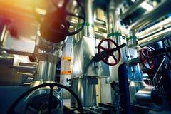 industriell fabrik Olika mekanism och metallrör Tonad im Royaltyfri Foto