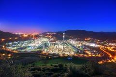 Industriell fabrik på natten Royaltyfri Fotografi