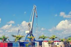 Industriell hamn, behållare och kran i Santa Cruz de Tenerife Tenerife port kanariefågelöar spain Fotografering för Bildbyråer