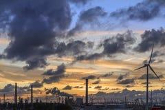 Industriell horisont på skymning Royaltyfria Bilder