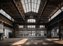 Industriell inre av en gammal fabrik Royaltyfri Fotografi