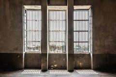 Industriell inre för gammalt fönster Royaltyfri Bild