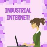 Industriell internet för ordhandstiltext Affärsidé för bruk av internet av saker i foto för industriella sektorer av stock illustrationer