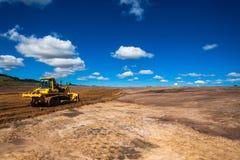 Industriell konstruktion för jordvall royaltyfri bild