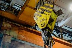 Industriell kranupphängning för krok Royaltyfri Foto