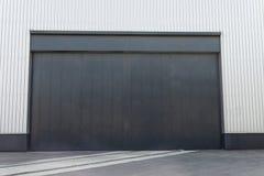 Industriell lagerdörr Arkivfoto