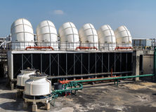 Industriell luftkonditioneringsapparat på taket Royaltyfri Bild