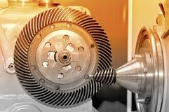 Industriell maskin med ett koniskt kugghjul och ett runt kugghjul Fotografering för Bildbyråer