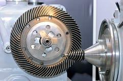 Industriell maskin med ett koniskt kugghjul och ett runt kugghjul Arkivfoton