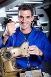 Industriell mekaniker royaltyfri bild