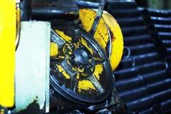 Industriell metall som bearbetar med maskin, en funktionsduglig maskin Royaltyfria Bilder