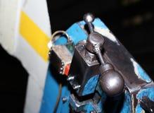 Industriell metall som bearbetar med maskin, en funktionsduglig maskin Arkivfoton