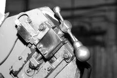 Industriell metall som bearbetar med maskin, en funktionsduglig maskin Arkivbild
