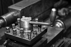 Industriell metall som bearbetar med maskin, en funktionsduglig maskin Royaltyfri Foto