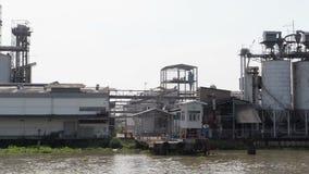 Industriell nahe einem Fluss in Thailand stock video footage
