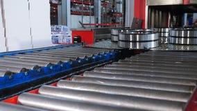 Industriell och maskineribegrepp En tecnological del av att uthärda produktion och montering Transportör, i att uthärda fabriken stock video