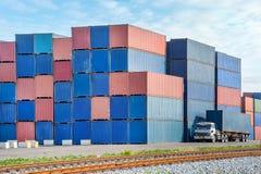 Industriell port med behållare royaltyfri bild