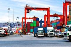 Industriell port med behållare i porslinet royaltyfria bilder
