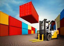 Industriell port med behållare och gaffeltrucken Fotografering för Bildbyråer