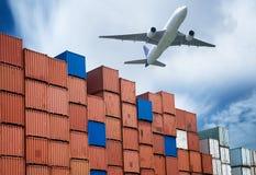 Industriell port med behållare och luft Arkivfoto