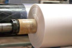 Industriell produktion av plastpåsar Utrustning för tillverkning av royaltyfria foton