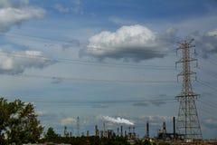 industriell sikt, a-utrustning av olje- förädling, område för fossila bränslenraffinaderi arkivfoto