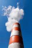 industriell smokestack för avgasrördunst Arkivbild